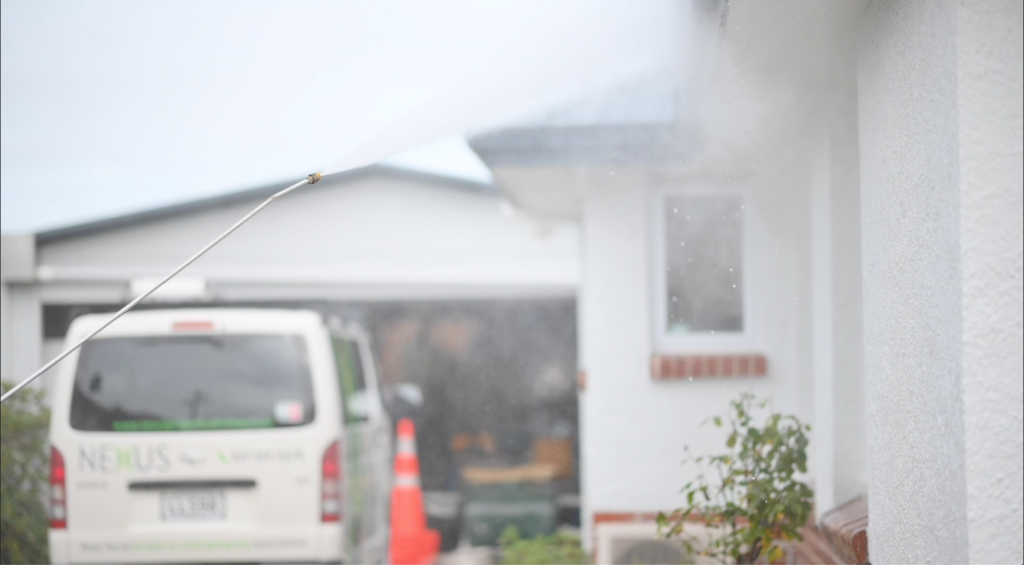 Does water blasting damage your house?